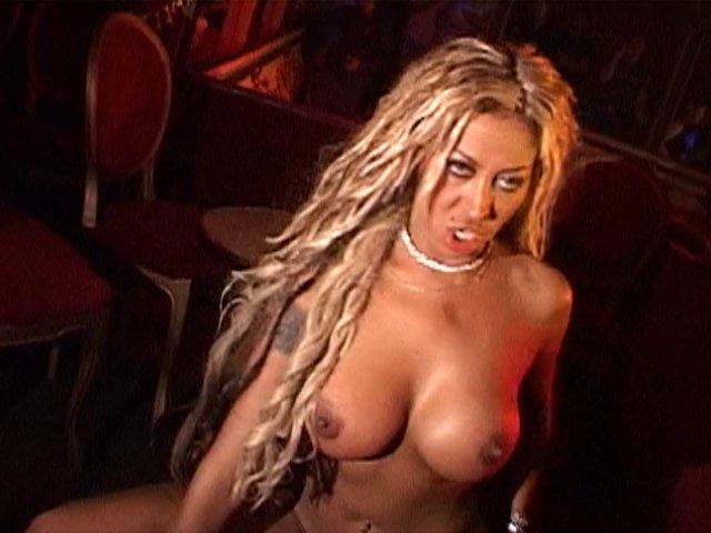 Jolie black gourmande de sexe