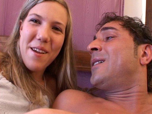 Porno et sodomie dans le bureau d'une française