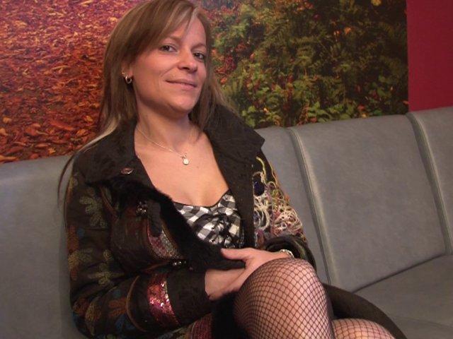Double pénétration surprise pour une femme chaude de 40 ans