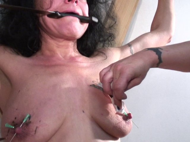 Française mature sodomisée dans ce porno BDSM