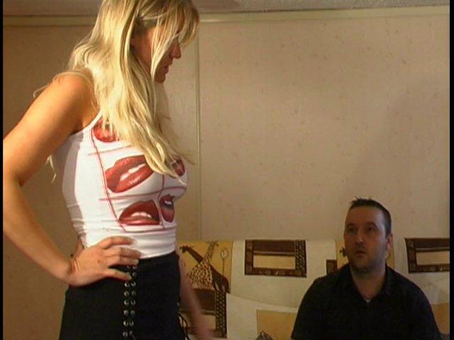 Porno Gangbang chez une blonde française