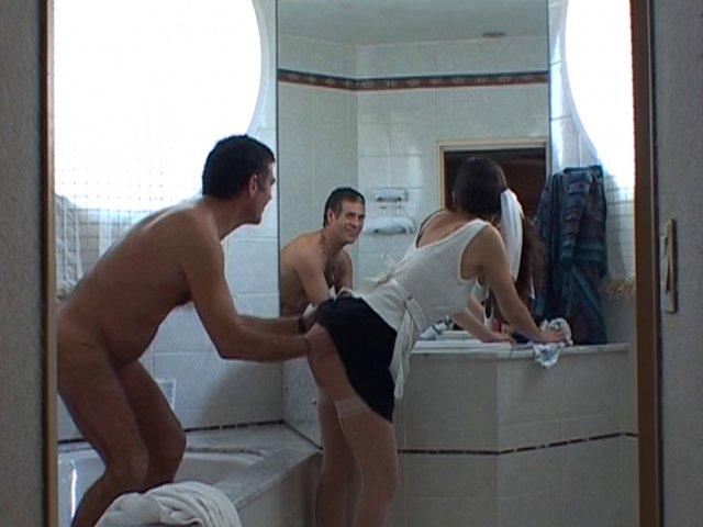 Baise matinale sous la douche