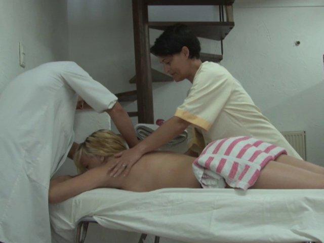 Massage sensuel qui tourne en une grosse partouze